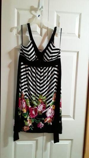 Photo 4 vestidos de mujer.size 8,S, M y 7/8 .cada uno $20.00 o todos por 60.00.