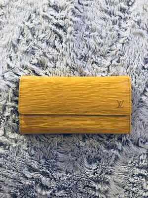 Louis Vuitton yellow epi Wallet for Sale in NO POTOMAC, MD