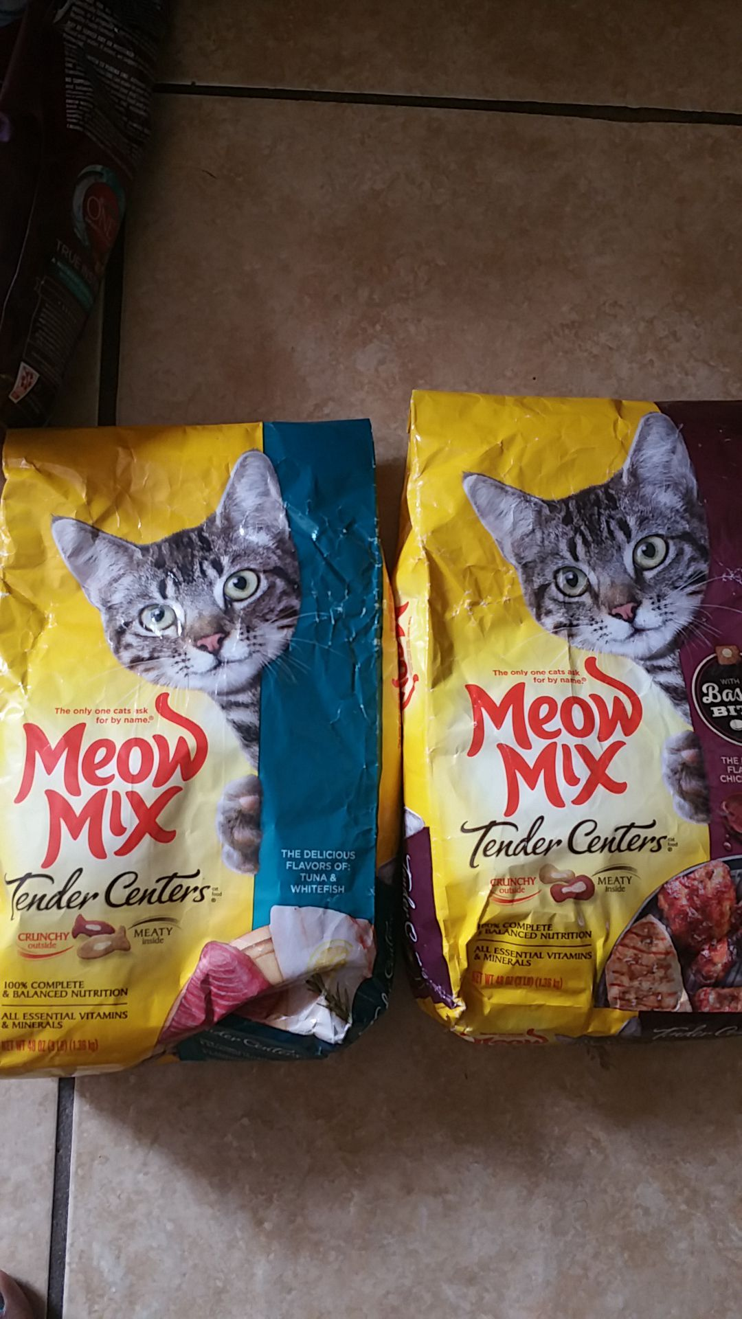Dog Food/Cat Food