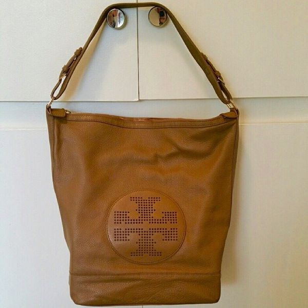 238d85864bfa TORY BURCH - Kipp Hobo Purse (Tan Color) Authentic for Sale in ...