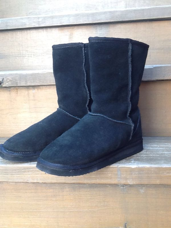 2ff2a759332 Steve Madden Esskimo Pull On Boots - Uggs Style - Size 7 - Very Warm for  Sale in Chicago, IL - OfferUp