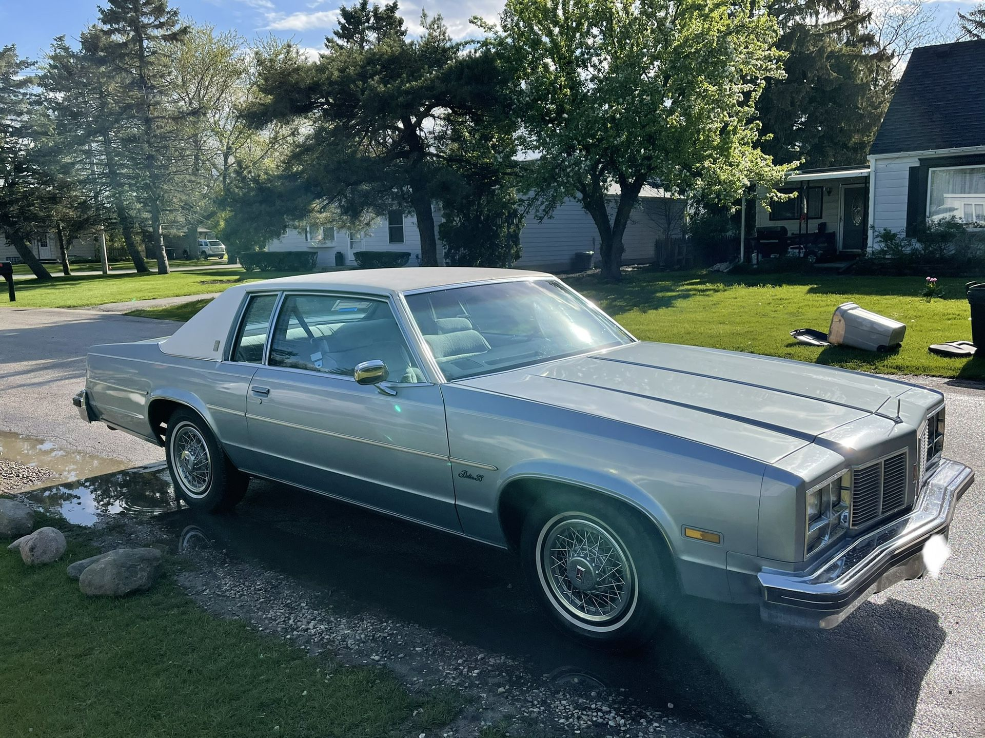 Photo 1977 Olds Mobile Delta 88