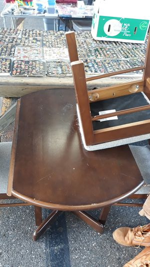 Photo Double drop leaf small table with four chairs excellent condition can deliver local