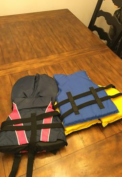 Two youth life vest Thumbnail