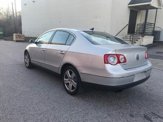 2009 Volkswagen Passat Thumbnail