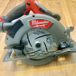 Milwaukee M18 FUEL 18-Volt Lithium-Ion Brushless Cordless 7-1/4 in. Circular Saw (Tool-Only) Thumbnail