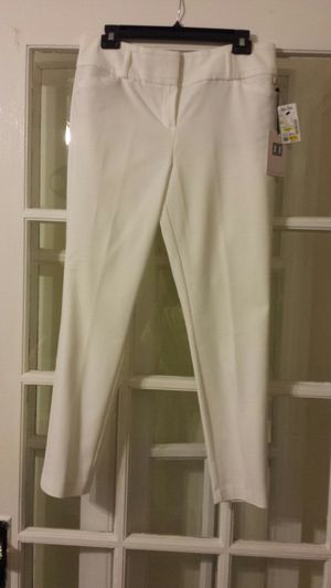 New size 10 white pants -Ivanka Trump for Sale in St. Louis, MO