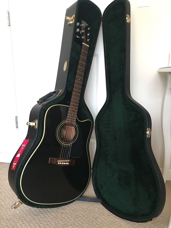 cbc99c2489f Black Fender Acoustic Guitar (DG31SCE) with Martin & Co Hard Case and  accessories for Sale in Seattle, WA - OfferUp