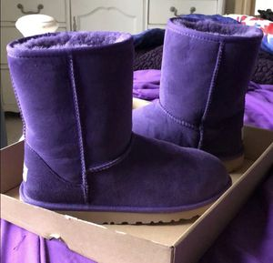 UGGs Women Classic Short II for Sale in Gaithersburg, MD