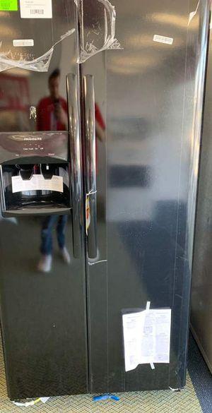 Photo Black Frigidaire Refrigerator!! Brand New with Warranty! Side by side! LFSS2312TE CA