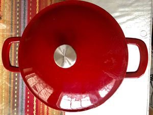 Signature Enameled Cast Iron 6 Qt. Round Dutch Oven (Kirkland) for Sale in Gaithersburg, MD