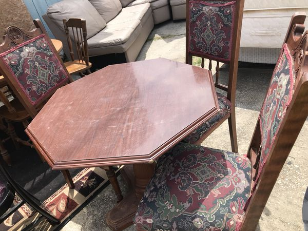 table with 3 chairs. (Furniture) in New Orleans, LA - OfferUp