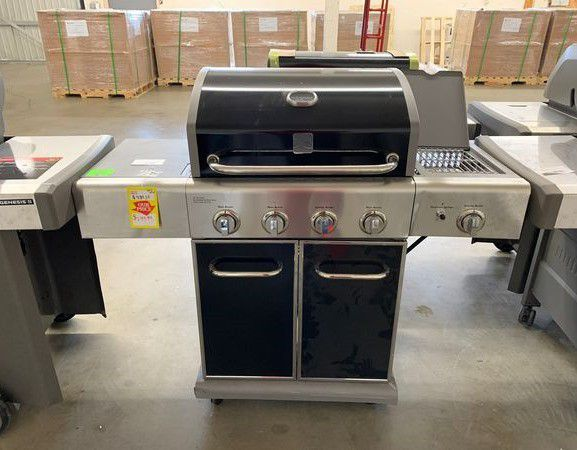 BRAND NEW KENMORE GAS GRILL WITH WARRANTY
