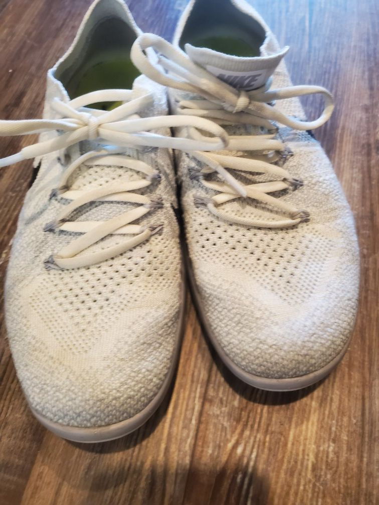 womens size 6 nike trainers