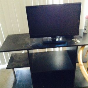 Insignia TV 19 inch with TV stand for Sale in Glen Allen, VA