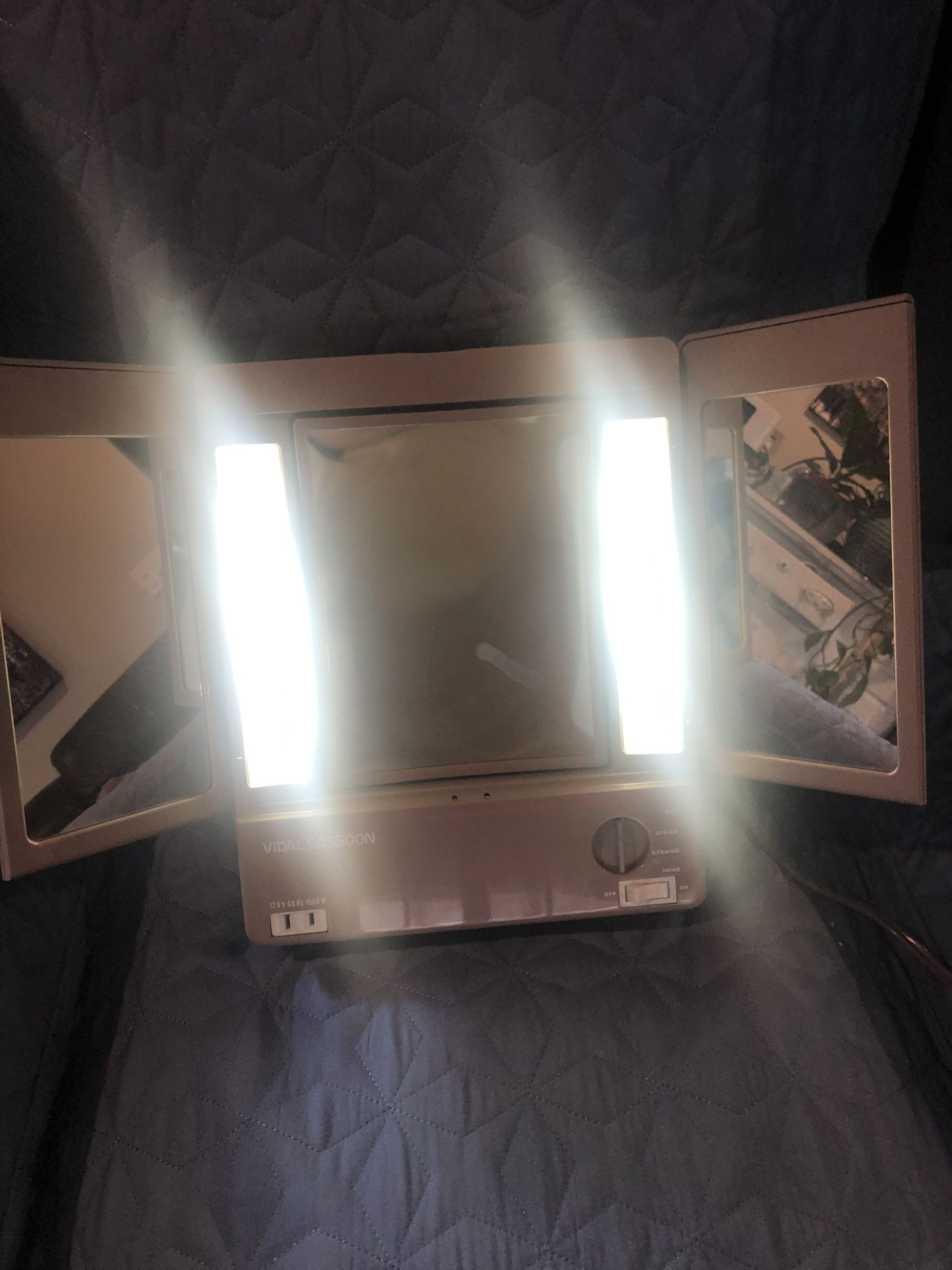 Vidal Sasoon Vintage Mirror With Lights
