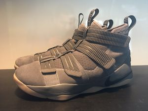 Nike LeBron Soldier 11 Size 9.5 for Sale in Los Angeles, CA