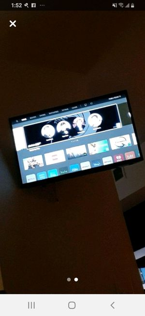 Photo Vizio 32 Smart TV with Built in Chromecast (Hardly Ever Used)