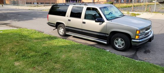 1999 Chevrolet Suburban Thumbnail