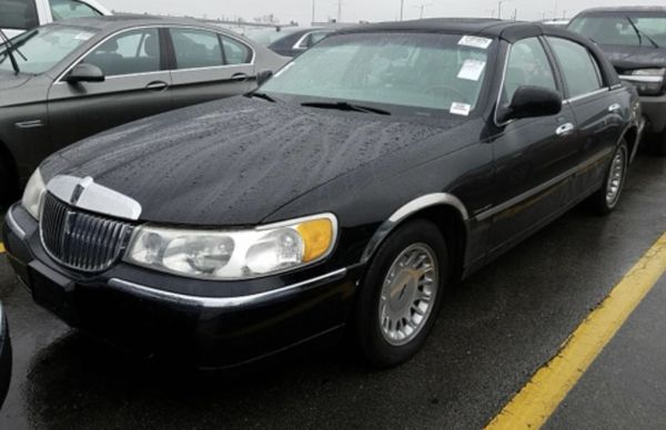 2000 Lincoln Town Car Cartier For Sale In North Chicago Il Offerup