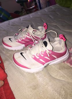 Nike's size 1Y for girls Thumbnail