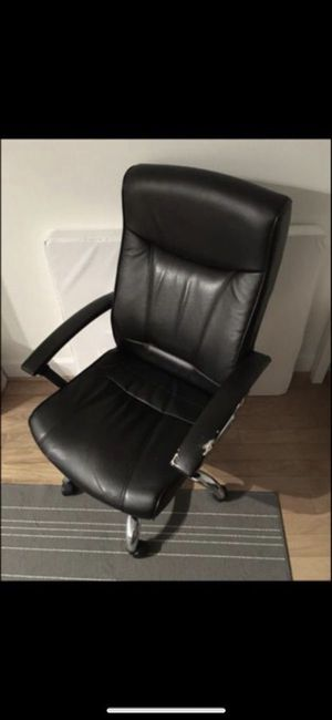ADJUSTABLE TURNING BLACK LEATHER OFFICE DESK ARM CHAIR for Sale in Washington, DC