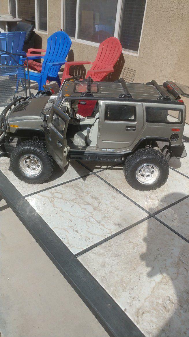 Model Harley and H3 Hummer