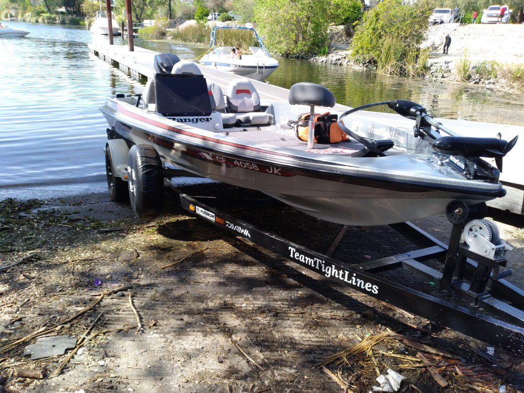 Photo 1989 Bass Boat special for fishing. open in exchange for double jet ski