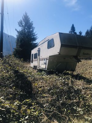 Photo 1990 Alpenlite 5th wheel 27' good hunting camper or fixer !