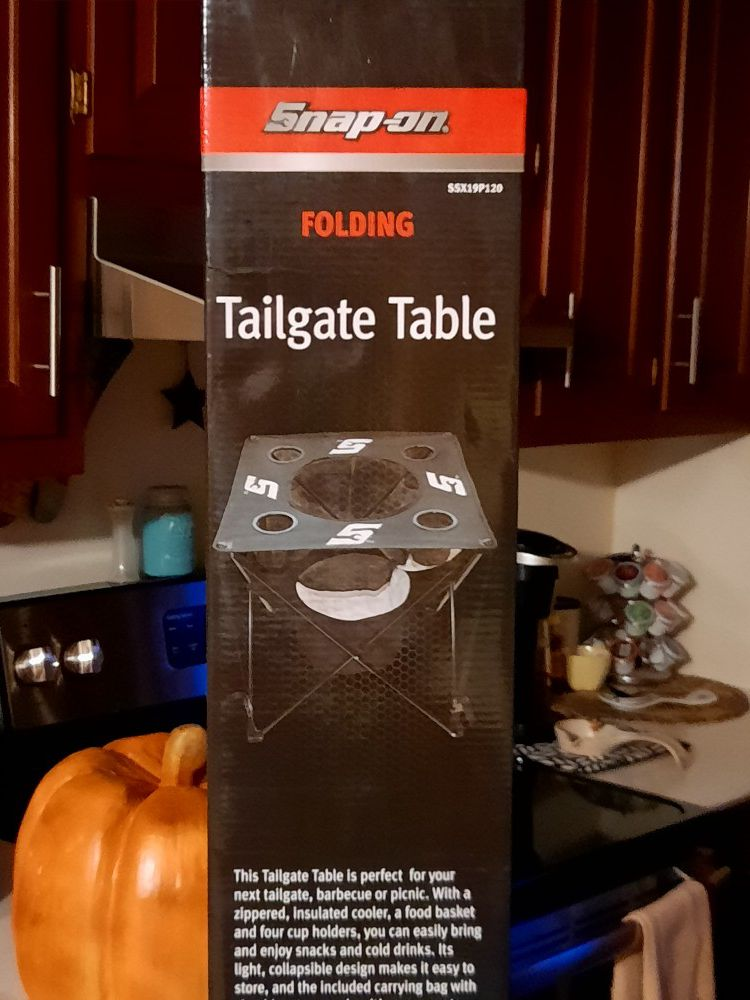 Snap on tailgate table