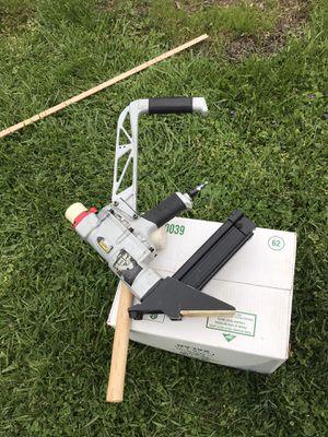Photo Hardwood floor nailer gun