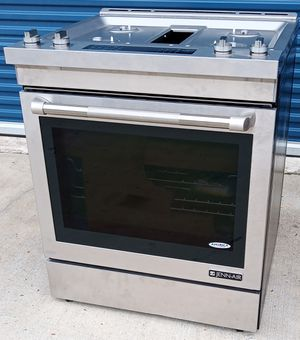 Photo UNUSED STAINLESS STEEL JENN AIR DUAL FUEL DOWNDRAFT RANGE WITH 4 BURNERS. - NORMAL RETAIL $3,799.99 - MATCHING JENNAIR CONVECTION MICROWAVE AVAILABLE.