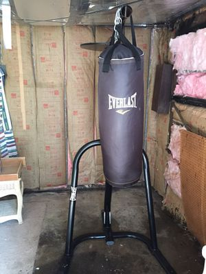 Everlast dual stand, punching bag and speed bag combo for Sale in Baltimore, MD
