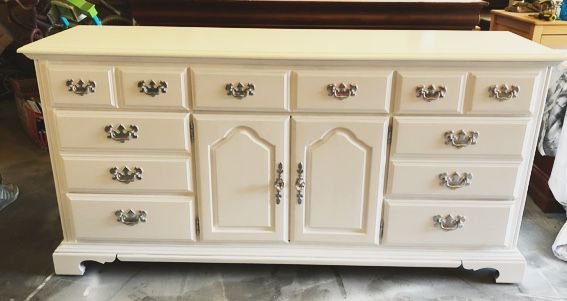 White Dresser With 9 Drawers And Silver Handles And Crystals Knobs For