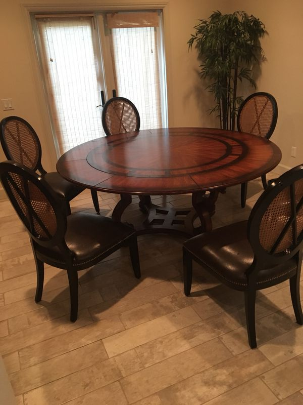 Z-Gallery Round Dining Table with 6 chairs for Sale in Pico Rivera ...