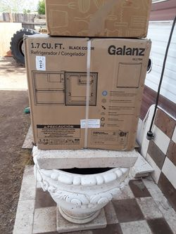 Galanz mini fridge 1.7 cf Thumbnail
