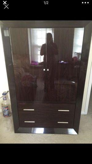Dresser for Sale in Lake Ridge, VA