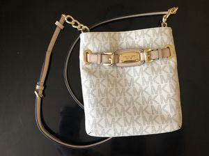 MK shoulder bag good as new.RUSE SALE! for Sale in Silver Spring, MD