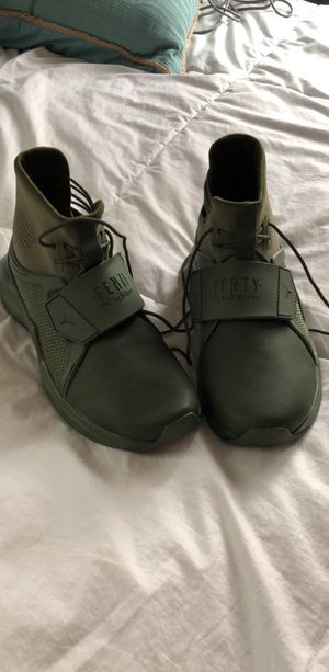 meet ac717 ad6a9 NEW Fenty Puma Sneakers Size7 for Sale in PA, US - OfferUp