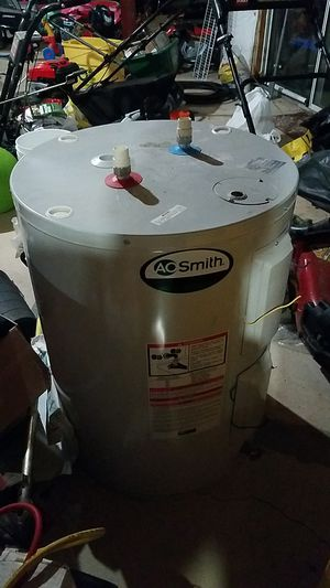 40 gallon elec shorty water heater for Sale in Bowie, MD