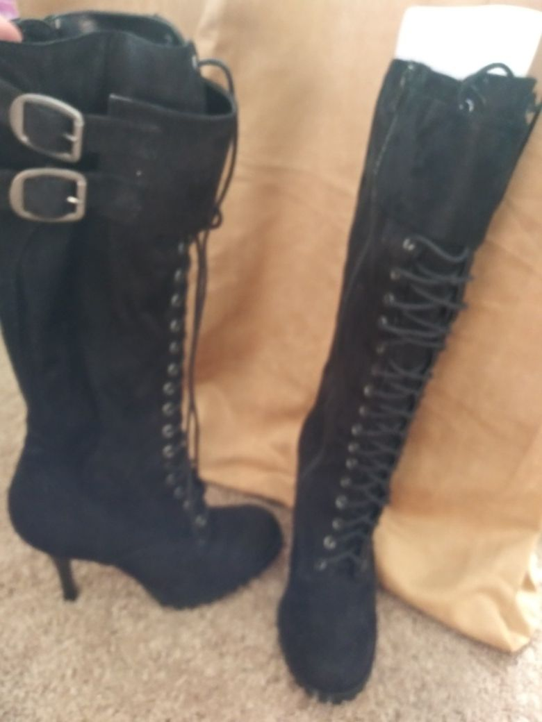 Size 8.5 very soft faux suede black lace up boots.