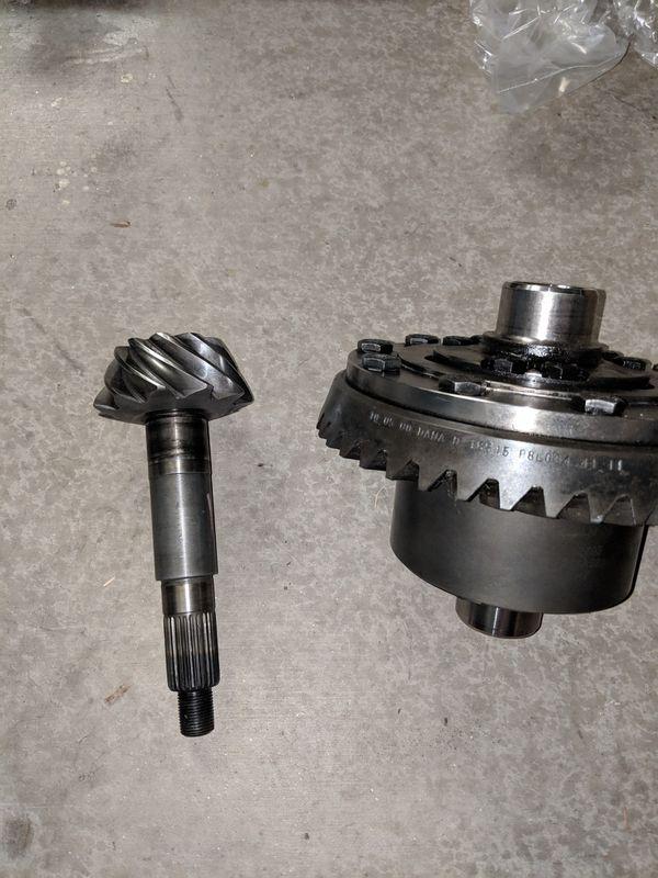 Eaton Detroit Truetrac rear Dana 44, 30 Spline with 3 73 Gears for Sale in  Peoria, AZ - OfferUp