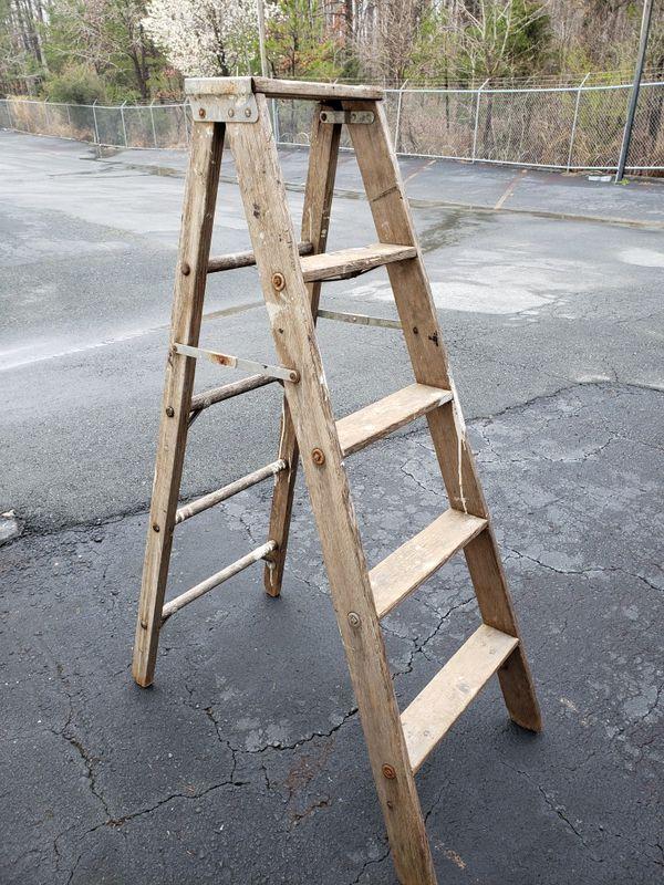 5 12 Foot Wooden Step Ladder For Sale In Matthews Nc Offerup
