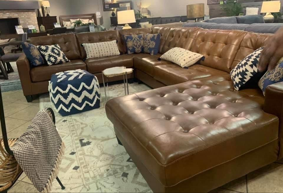 Baskove Auburn Large Leather RAF Sectional (Sofa & couch, living room)