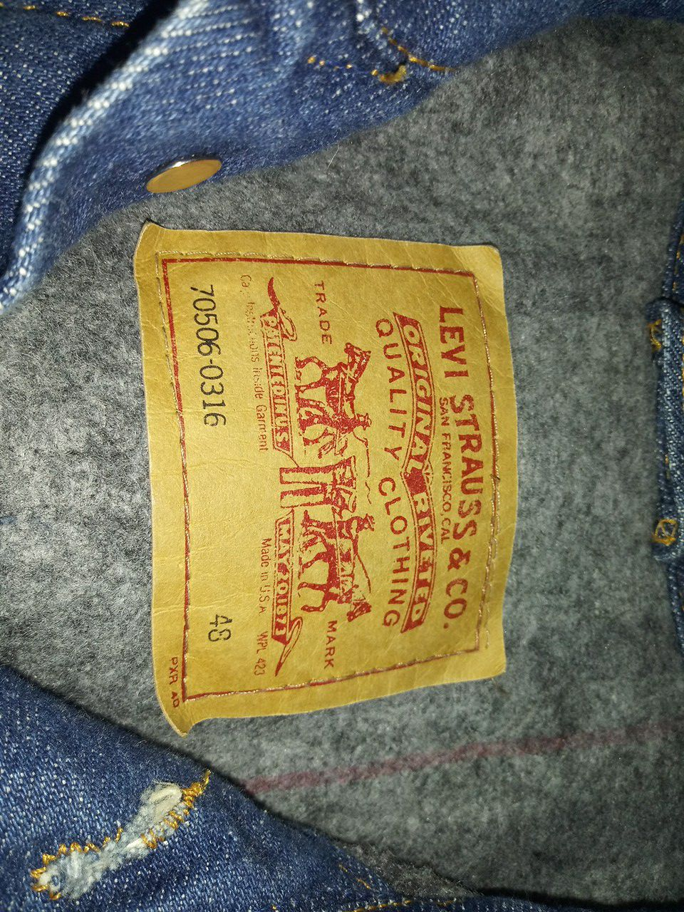 Warm up in this Men's Levi's wool lined denim jacket - Size 48