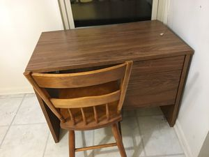 Small desk with chair-free for Sale in Olney, MD