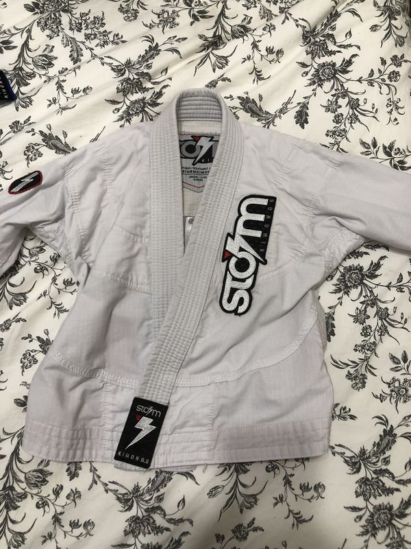 Storm Kimono Youth Y1 White used for Sale in Los Angeles, CA - OfferUp