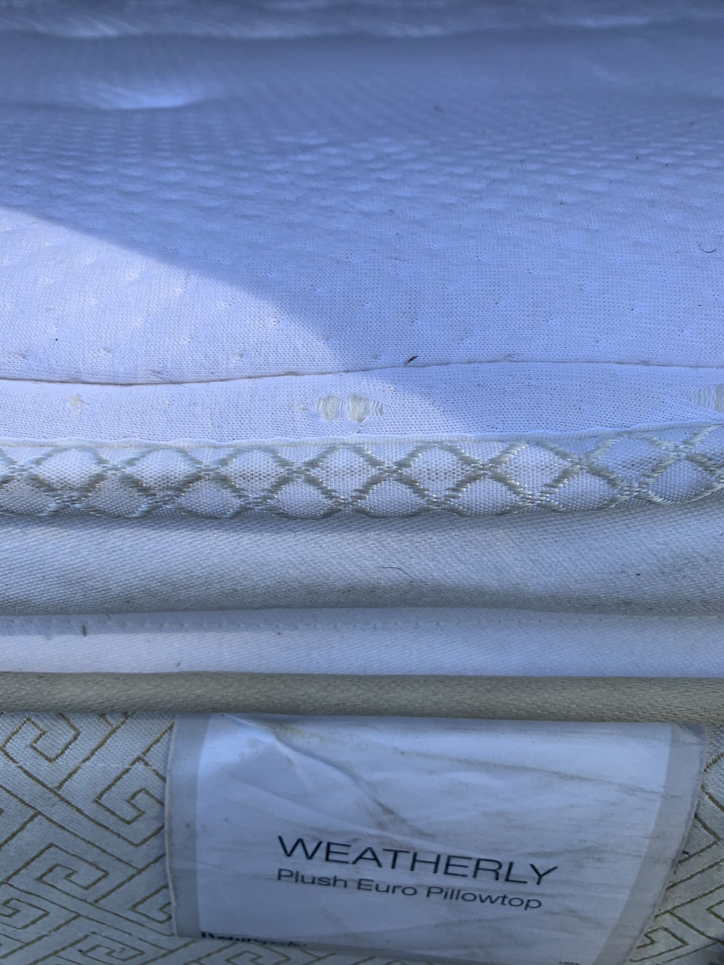 King size mattress and box spring very good condition posturepedic Free Delivery 🚚