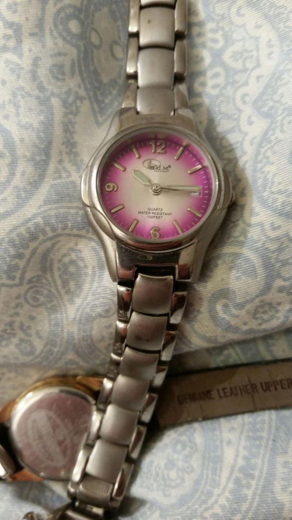 Beautiful Bum Equipment watch .Quarts , water resistant to 100 ' (Jewelry  JW71
