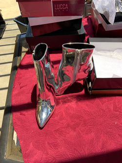 Silver ladies dress shoes Thumbnail